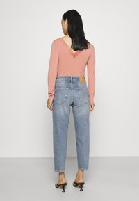 YAS Petite - YASZEO GIRLFRIEND - Relaxed fit jeans - light blue - 2