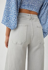 PULL&BEAR - Flared jeans - grey - 4