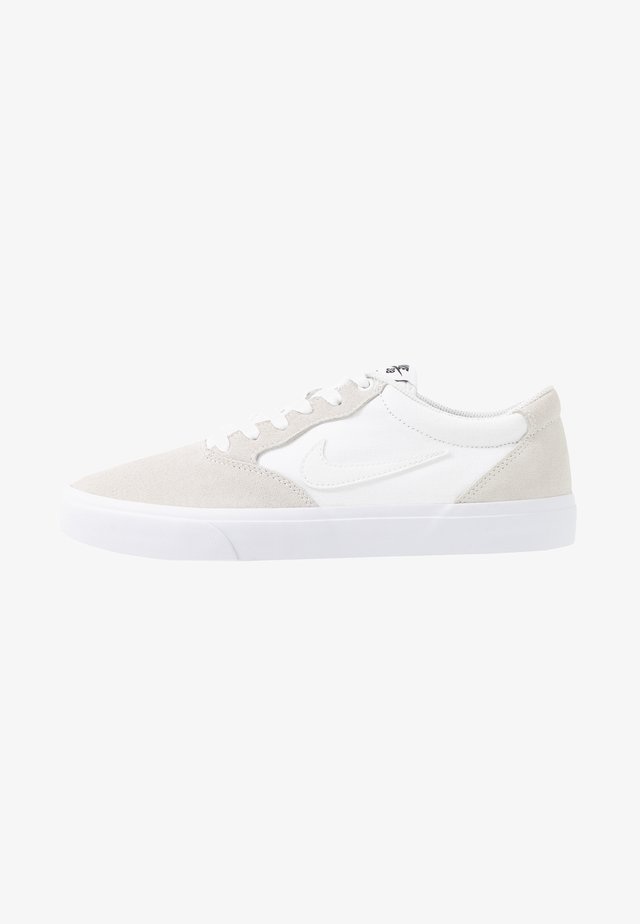 CHRON - Skate shoes - white
