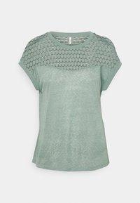 ONLY - ONLNEW MIX - Camiseta estampada - chinois green - 0