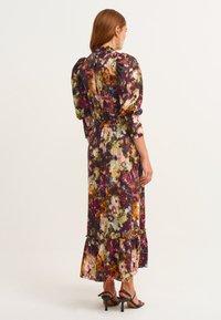 OXXO - MIT BLUMENMUSTER - Maxi dress - flower comb - 2