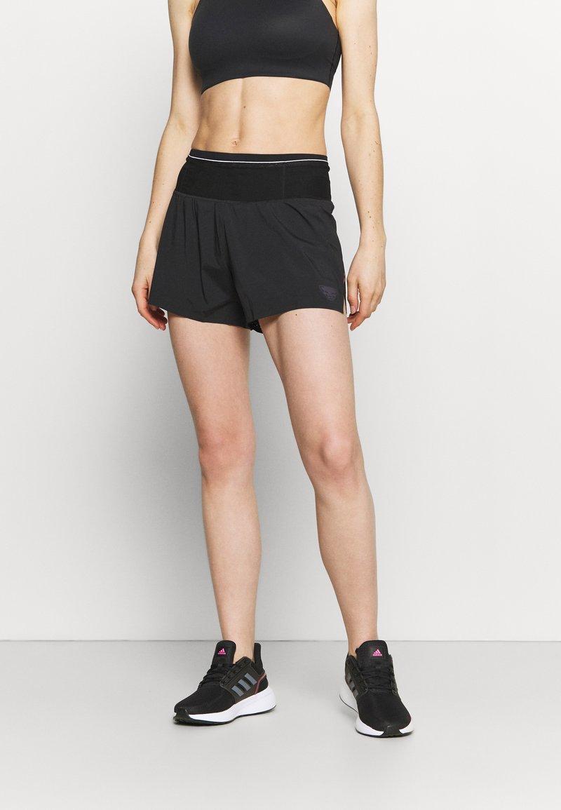 Dynafit - DNA SPLIT SHORTS - Sports shorts - black out