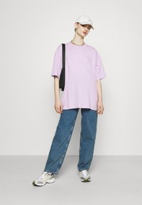 Monki - CISSI TEE - T-shirts med print - lilac purple light