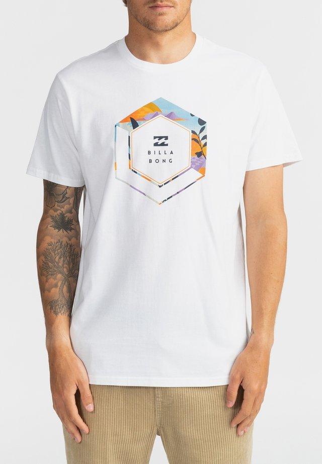 ACCESS  - Camiseta estampada - white