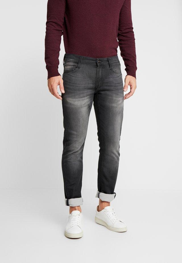 OREGON TAPERED  - Zúžené džíny - dark