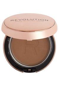 Makeup Revolution - CONCEAL & DEFINE POWDER FOUNDATION - Foundation - p13.5 - 1