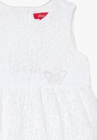 s.Oliver - KURZ - Denní šaty - white - 3