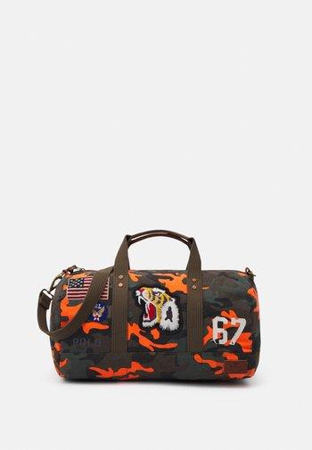 CAMP UNISEX - Weekendbag - orange
