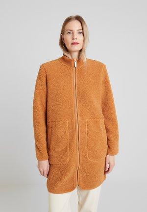 AIA - Short coat - brown sugar