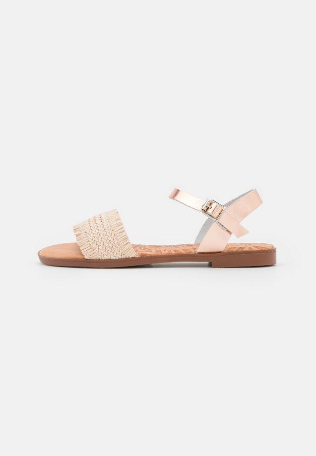 MARIA - Sandaalit nilkkaremmillä - nude