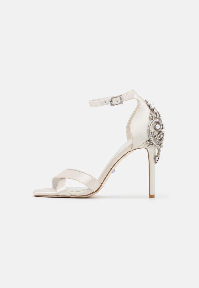 MARIDEL - Sandalen - ivory