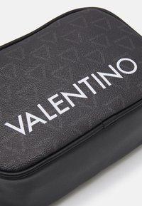 Valentino Bags - LIUTO - Trousse de toilette - nero - 3