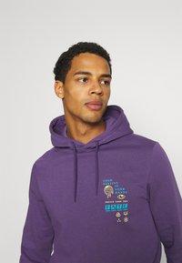 YOURTURN - UNISEX - Bluza z kapturem - purple - 3