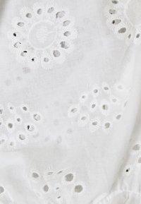 Vero Moda Petite - VMHEATHER SMOCK MIX - Print T-shirt - snow white - 3