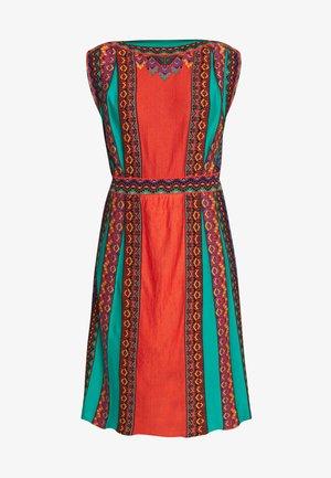 Pletené šaty - red