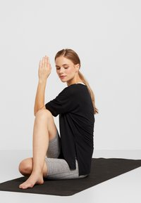 Nike Performance - YOGA LAYER - T-shirts - black - 3