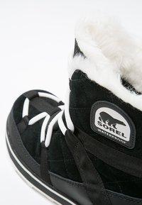 Sorel - GLACY EXPLORER SHORTIE - Winter boots - black - 5