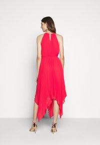 MICHAEL Michael Kors - PLEATED HALTER DRESS - Společenské šaty - geranium - 2