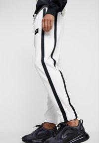 Nike Sportswear - AIR PANT - Træningsbukser - summit white/summit white/black - 4