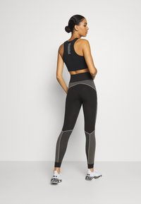 Puma - EVOSTRIPE EVOKNIT - Leggings - black - 2
