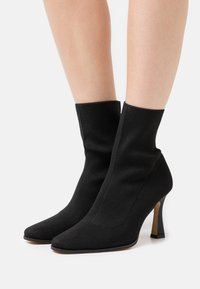 Missguided - FEATURE SOCK BOOTS - Classic ankle boots - black - 0