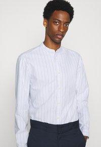 Selected Homme - SLHSLIMMILTON STRIPES - Formal shirt - dark blue - 3