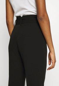 NA-KD - BELTED SUIT PANTS - Pantalon classique - black - 6