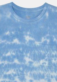 GAP - BOY  - Print T-shirt - blue - 2