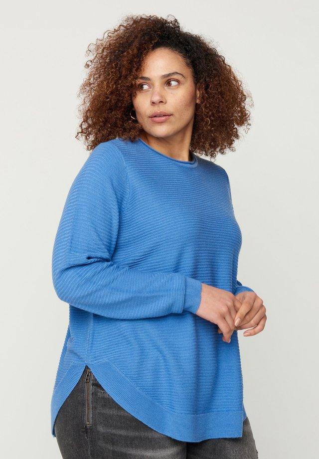 MIT RUNDHALSAUSSCHNITT - Maglione - blue