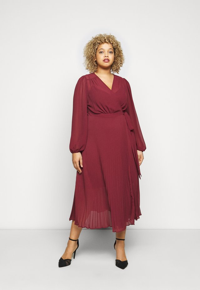 PENELOPE PLEATED WRAP DRESS - Vardagsklänning - winter berry