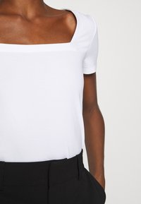 edc by Esprit - Camiseta básica - off white - 6