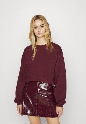 CLASSIC CROPPED - Sweatshirt - rich berry