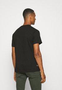 Primitive - SUPER BATTLE - Print T-shirt - black - 2