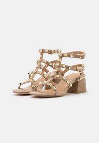 Alma en Pena - Sandals - vison - 2