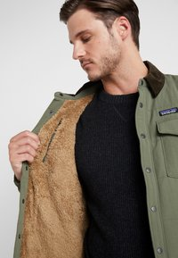 Patagonia - ISTHMUS QUILTED - Winter jacket - industrial green - 3