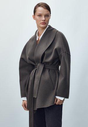 HANDGEFERTIGTER  - Manteau court - grey