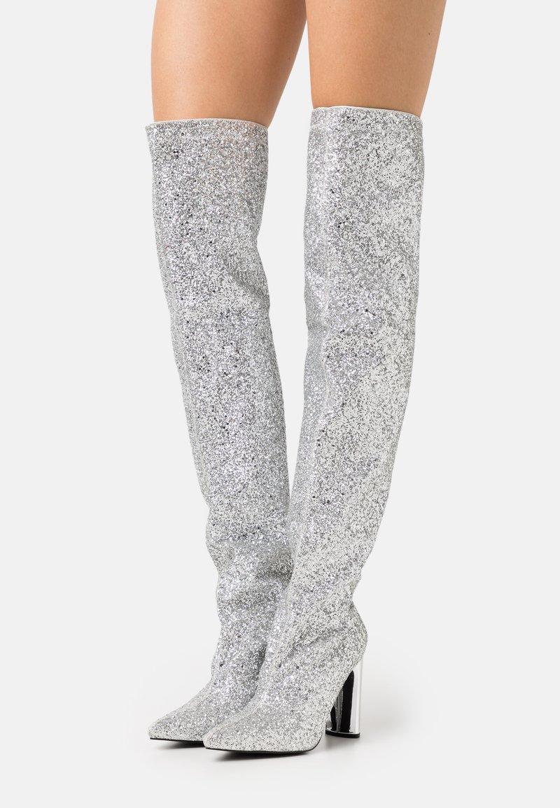 BEBO - LIMA - Kozačky na vysokém podpatku - silver glitter