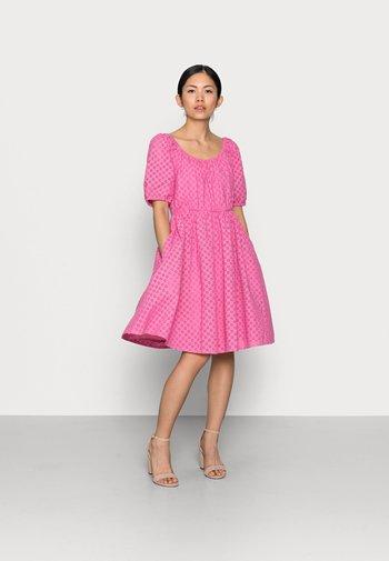 YASVOLANT DRESS  - Cocktailjurk - azalea pink
