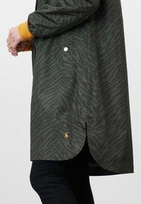 Tom Joule - Winter coat - dunkelgrün zebra-print - 5