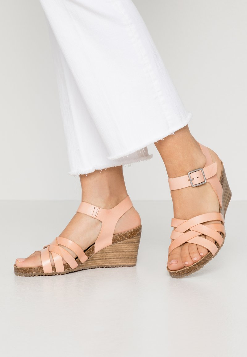 Kickers - SOLYNA - Wedge sandals - rose nude