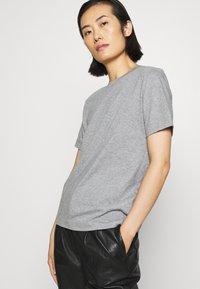 ARKET - Basic T-shirt - grey medium dusty - 3