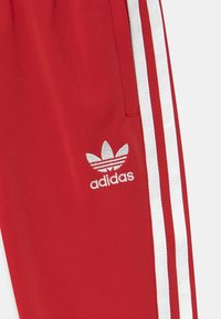 adidas Originals - ADICOLOR SST TRACK PANTS - Trainingsbroek - scarlet/white - 2