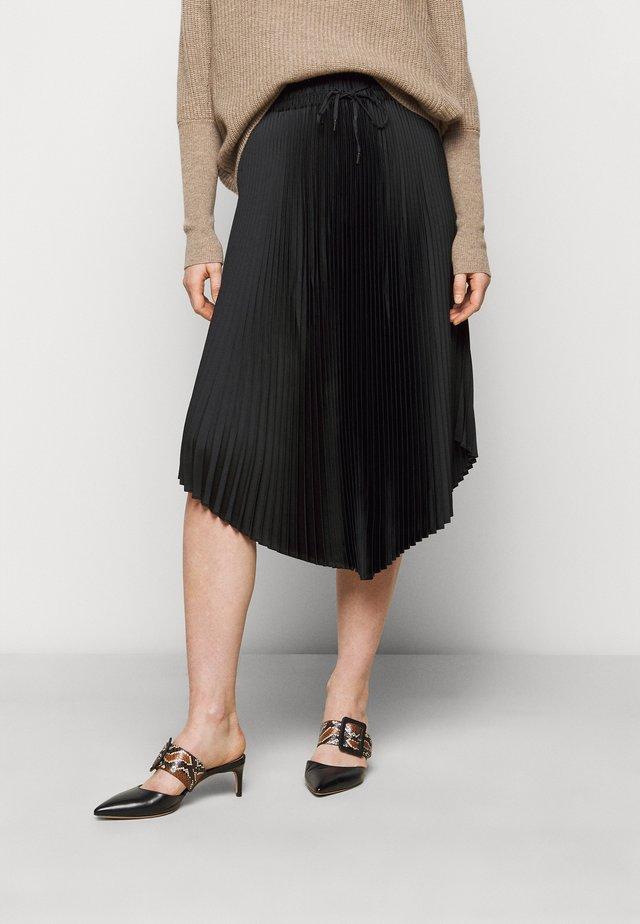 PLEATED SCOOP HEM SKIRT - Jupe plissée - black