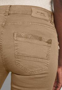Mos Mosh - SUMNER DECOR PANT - Trousers - safari - 5