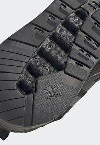 adidas Originals - ZX 2K BOOST J - Trainers - black - 7