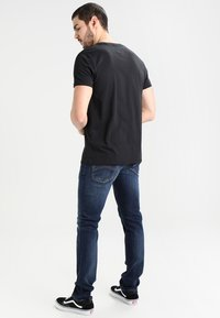 Tommy Jeans - ORIGINAL TEE REGULAR FIT - Jednoduché triko - black
