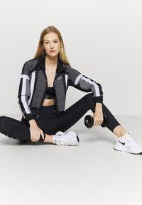 Nike Performance - Trainingsvest - black/white/metallic silver - 1
