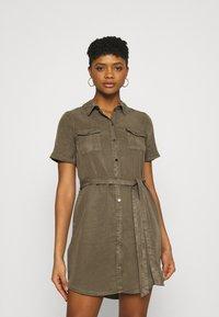 Vero Moda - VMSILJA SHORT DRESS  - Vestido camisero - bungee cord - 0