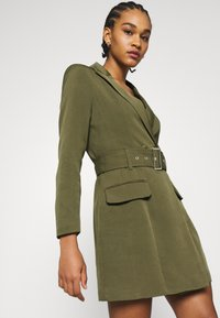 Missguided - BELTED BLAZER DRESS - Vestido de tubo - sage - 3