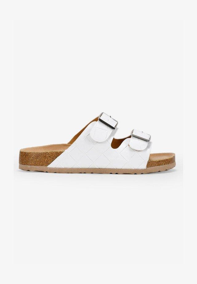 Sandalias planas - blanco